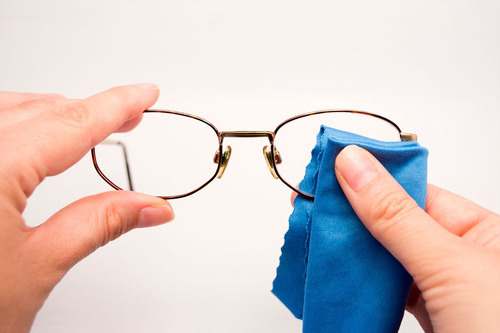 안경을 착용하는 사람들이 꼭 알아야 할 중요한 팁 10가지
