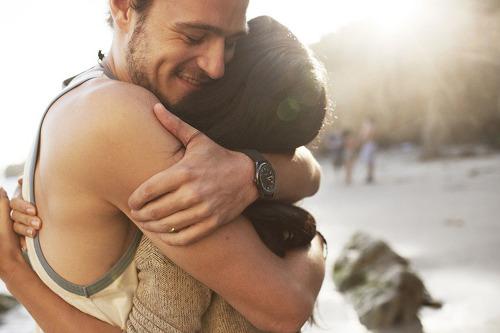 단순한 포옹(안아주기)이 주는 놀라운 건강 효과 10가지