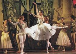묘한 의문을 갖게 한 '남자 발레 댄서'의 하의 실종
