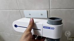 욕실 꾸미기 칫솔 살균기와 치약 디스펜서