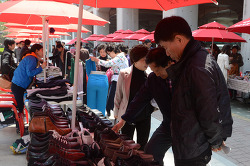 In the neighborhood of Sungsu subway station, Sungdong District holds 'ShoeShoe Market' every first and third Saturdays from 11AM through 6PM.