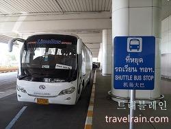방콕 돈므앙 공항에서 카오산 로드까지 공항 버스 운행합니다.