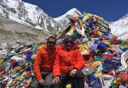 네팔 80대 산악인, 에베레스트에서 잠들다.