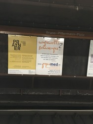 비엔나 지하철 광고에는 대비 미혼모를 위한 자리가 있다.