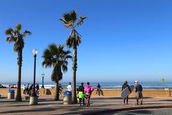 추수감사절 당일 아침의 샌디에고 미션비치(Mission Beach)의 바닷가 산책과 커피숍에서의 브런치