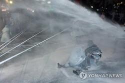백남기 농민 끝내 사망… 서울대 병원 대규모 경찰병력 투입