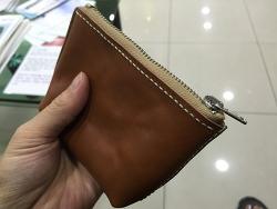 직접 가죽으로 한땀한땀 지갑만들었어요. 가죽공예 어렵네요.