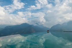 VIDEO:Gorgeous Infinity Pool on Vietnamese Mountain Looks Like It's Sitting on Clouds 호앙 리엔 국립공원 토파스이콜로지