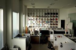회사 사무실 세트, 도서관 서재 컨셉 촬영 스튜디오135 입니다.