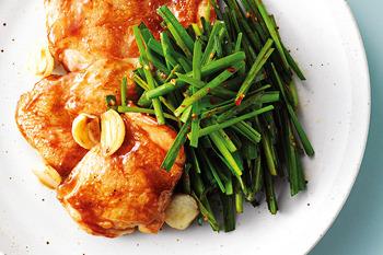 닭다리살 구이와 부추겉절이 * 한 번에 먹자!