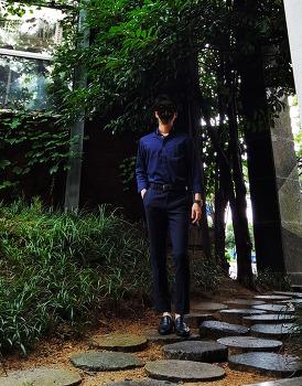 [남자 오피스룩 : 네이비 블랙 코디] 남자 네이비 셔츠 & 남자 네이비 슬랙스 코디 with 블랙 로퍼, 벨트, 시계