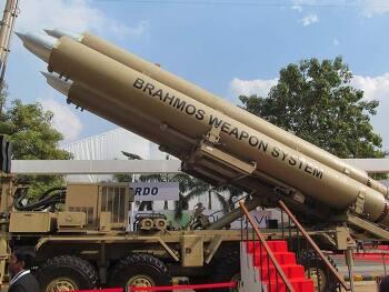 주변국들이 두려워하는 카레국의 강력한 무기수준 톱10