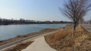 2017년 봄이 보이는 전주천변