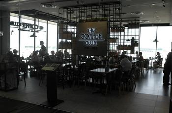 방콕 돈므앙 공항의 The coffee club
