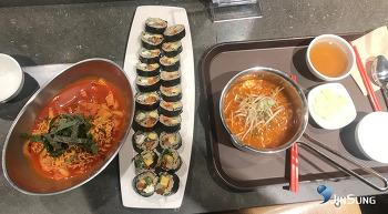 로봇김밥! 고추냉이와사비들어가서 화한 김밥완전 맛나네요 라뽁이, 라면 도 함께 흡입