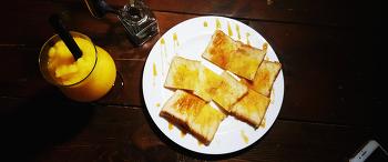 한껏 멋낸 브런치-달달 토스트&망고 슬러시