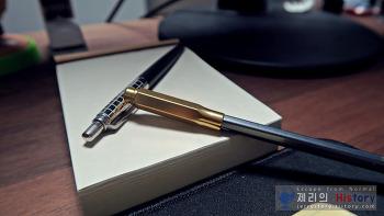 헤밍웨이가 극찬한 바로 그 연필, 팔로미노 블랙윙 602