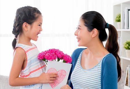 어버이날에는 왜 카네이션을 달아드릴까? 엄마의 기도를 이뤄준 어느 딸의 이야기
