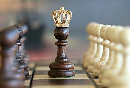 왕처럼 행세하는 리더, 그는 위험하다
