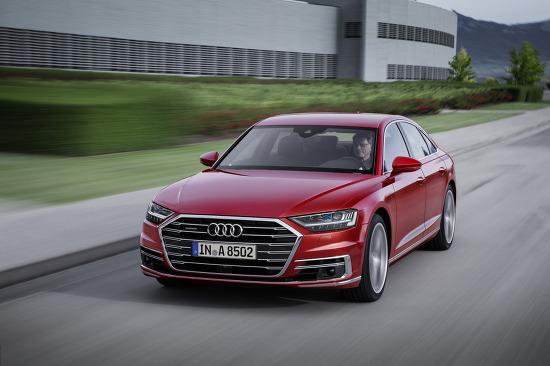 2018 아우디 A8과 A8 L 원본 사진들(Audi A8)입니다. 오늘 데뷔