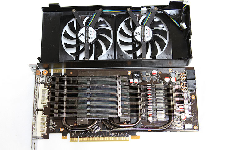 그래픽카드 추천, 그래픽카드추천, 추천, EVGA, 에브가, EVGA GTX560 Ti DS SuperClocked DDR5 1G, GTX560, GTX 560, 제품, 사용기, 리뷰, 얼리어답터, 다이렉트11, DirectX11, 다이렉트엑스11, 북미1위, 판매순위, 6핀, 8핀, PCI-E,그래픽카드 추천으로 EVGA GTX560 Ti DS SuperClocked DDR5 1G 소개를 해봅니다. 지금껏 여러그래픽카드를 써왔지만 계속 옛날 그래픽카드를 메인으로 계속 사용중이었던것도 사실인데요. 이번에는 정말 좋은 그래픽카드 추천 하나 해 보겠습니다. EVGA 그래픽카드는 북미 순위 1위 인것을 봐도 알듯이 메인보드 , 그래픽카드등을 만들고 꽤 유명한 브랜드 입니다. 이엠텍에서 이걸 받아서 국내에 판매를 하고 있죠. EVGA 메인보드 경우에 상당히 고급형을 내놓아서 가끔 파코즈에서 이런보드는 언제 써보나 하고 생각했던 그 브랜드인데요. 그래픽카드 추천 제품 인 EVGA GTX560 Ti DS SuperClocked DDR5 1G 는 지포스 GTX5XX 시리즈 중에 중급에 속하는 모델로 높은 클럭에 높은 가이드밴드 등 그래픽 성능에서 상당히 좋은 퍼포먼스를 내어주는 제품 입니다. 실제로 여러 게임을 동작시켜 봤는데 멈칫하는게 임이 없네요. 좀 더 고사양게임을 찾아보고 여러가지 테스트를 해보고 있는데 최대 옵션에서도 좋은 퍼포먼스를 내어주어서 상당히 만족감을 주었습니다. 물론 전력관리도 잘 되고 있어서 실제로 전력측정을 해보니 동영상 정도만 재생하거나 대기시에는 낮은 전력소모량을 보여주었고 게임시에만 전력량이 올라가더군요. 이부분은 물론 다음 성능편에서 자세히 알아보겠습니다. 팬소음은 게임시에는 조금 있는 편입니다. 상당히 높은 클럭의 고사양 그래픽카드 이기 때문이죠.