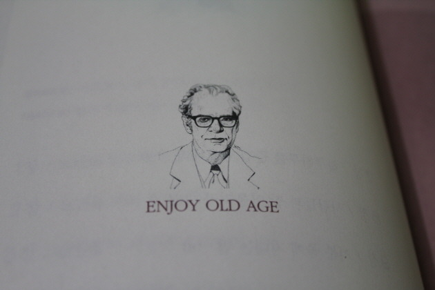 스키너의 마지막 강의, 스키너, 마지막강의, Enjoy Old Age, 심리학자, 노년론, 노년, 노인, 이시형, 이시형박사, 스키너박사, 심리학, 정신의학, 행동과학, 스키너 박스, Skinner Box, 행동주의 심리학, 버러스 프레더릭 스키너, Burrhus Frederic Skinner, Skinner, 세로토닌, 국민의사, 건강강의, Serotonin, 건망증, 이시형의 파워시니어 노트, 파워시니어, senior, 노인인구, 건강관리, 재테크, 비문증, 세네카, 노년이라는 나라, 유머감각