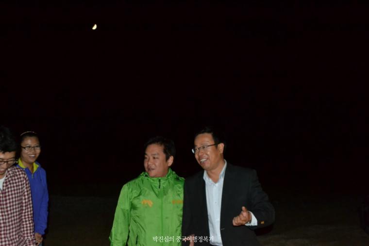 중국 내몽고 쿠부치 사막위 반기문, 김대중, 빌 클린턴 나무가 있다? / 사막의 밤 아래에서의 낭만 (내몽고 2-2호)