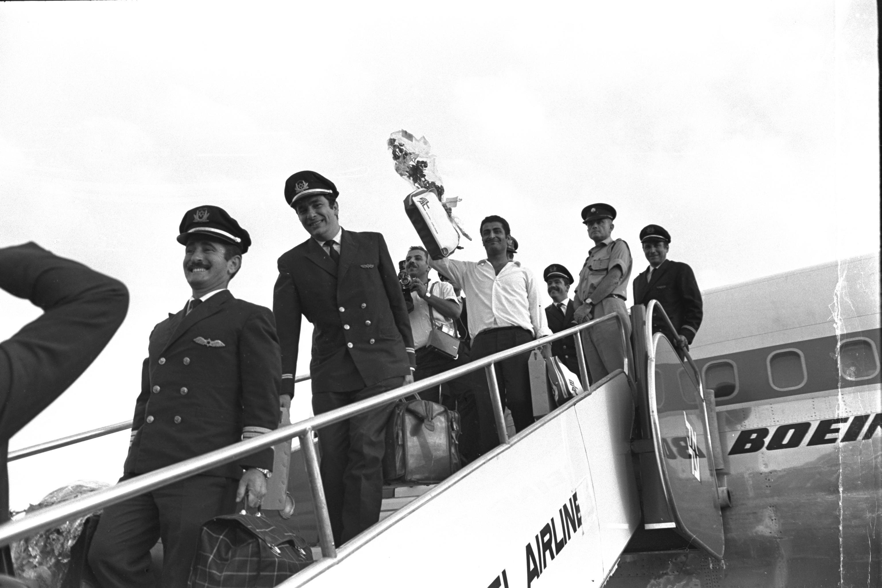 El Al 납치 사건, 풀려나 귀국하는 승무원과 승객들