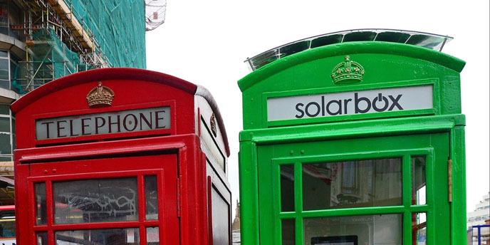영국의 태양광 발전을 통한 전력 생산 핸드폰 충전 공중전화 부스