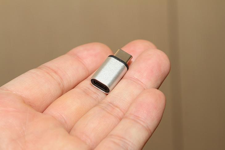 USB C ,변환잭, Micro, USB ,변환, Coms, USB 3.1, 젠더,IT,IT 제품리뷰,에이수스 젠패드8과 LG G5 등을 사용 중 인데요. 이런 최신 디바이스에는 Type-C 단자를 사용하고 있습니다. USB C 변환잭 Micro USB 변환 Coms USB 3.1 젠더를 이용하면 기존에 사용중인 마이크로 USB 단자를 Type-C 단자로 변환할 수 있어서 최신 디바이스 충전에도 사용할 수 있는데요. Type-C 단자가 최신 인터페이스고 좋긴 합니다. 방향없이 아무렇게나 장착할 수 도 있구요. 하지만 문제는 아직은 많이 안쓰죠. USB C 변환잭 Micro USB 변환 Coms USB 3.1 젠더를 이용하면 이미 사용중인 케이블을 더 이용할 수 가 있습니다.