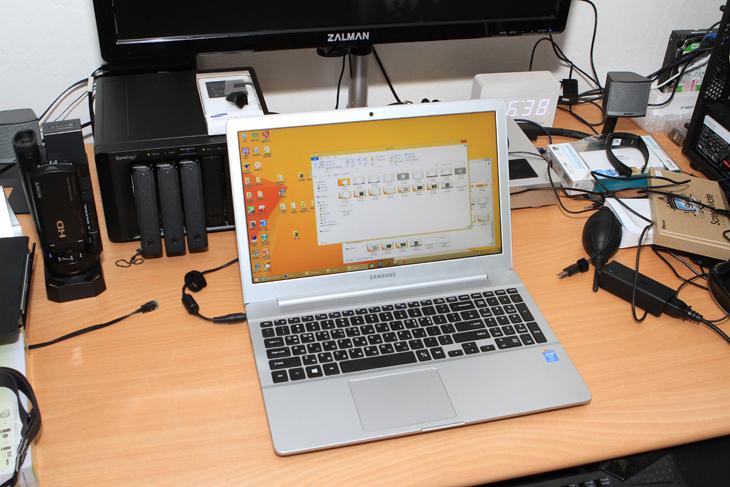 삼성 아티브 북6 2014 Edition, NT630Z5J-K520 장점, NT630Z5J-K520 단점, NT630Z5J-K520 SSD, NT630Z5J-K520 장점 SSD 교체, 노트북 SSD 교체, IT, 삼성 노트북, 삼성 아티브, 삼성 아티브 북6 2014 Edition NT630Z5J-K520 장점 단점에 대해서 정리하는 시간을 갖도록 하겠습니다. 이 노트북은 화면은 39.6cm의 15.6인치 화면에 i5-4200U CPU, 그리고 8GB DDR3램을 탑재한 노트북 입니다. 화면은 풀HD 해상도가 사용됨에 따라서 화면은 넓고 시원해졌죠. 화면은 15.6인치인데 해상도가 낮은 노트북을 써보면 눈이 좀 아픈 느낌이 있습니다. 해상도가 올라가고 운영체제가 고해상도 UI를 지원함에 따라서 - 윈도우8.1의 사용으로 - 더 편해졌습니다. 별도의 그래픽카드는 장착되어있지 않으며 HD4400이 사용되고 그래픽메모리는 주메모리를 쉐어해서 사용하는 형태 입니다.