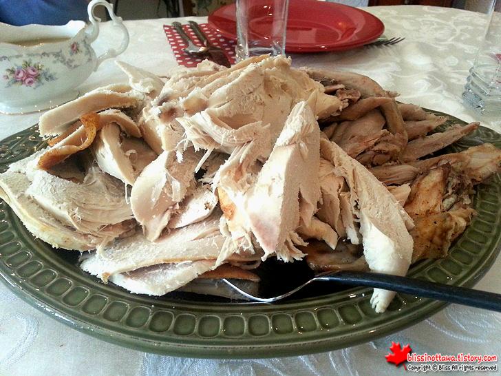 캐나다 추수감사절 디너 파티 칠면조 구이
