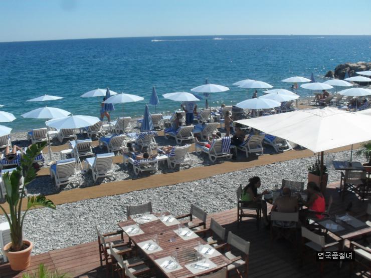 평화로운 프랑스 니스 해변 추억을 떠올리며