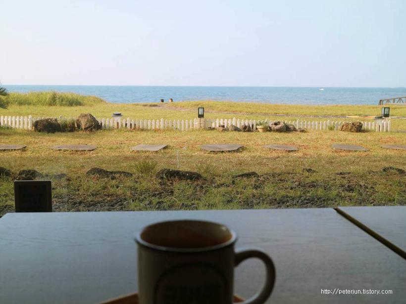 카페에서 본 바다풍경