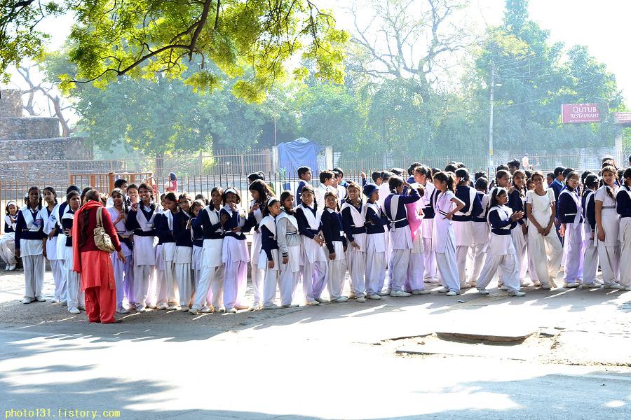 인도여행- 인도여학생, 꾸뜹미나르 세계문화유산