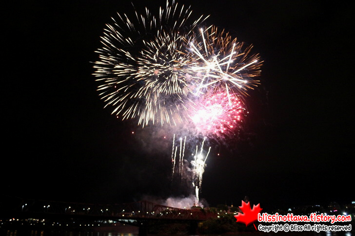 캐나다데이 불꽃 축제입니다