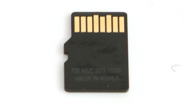 픽스 블랙 MicroSD ,벤치마크, 리뷰, 픽스 블랙 SD,FIX Black SD,FIX,픽스,마이크로SD,미니SD,IT,IT 제품리뷰,픽스 블랙 MicroSD 벤치마크 리뷰를 올려봅니다. 같은 용량 대비에서 쓰기 속도가 높은것으로 알려져 있는데요. 실제로 속도가 잘 나오는지 확인을 해보려고 합니다. 많이 사용되는 64GB는 속도가 좀 더 빠를것으로 생각은 되어지는데요. 이번에는 32GB로 테스트를 합니다. 픽스 블랙 MicroSD 는 TLC가 아니라 MLC 타입을 사용을 했습니다. 읽기 성능보다는 쓰기 속도에서 좀 더 기대를 할 수 있는데요. 최근에는 스마트폰은 물론 캠코더 노트북 까지 MicroSD가 많이 사용되고 있습니다. 점점 소형화 되어가고 있는 가전기기에 맞춰서 그렇게 되고 있죠. 픽스 블랙 MicroSD는 생활방수와 내열 내한 기능, 엑스레이에 의한 손상방지, 자기에 의한 손상방지가 되도록 되어있습니다. 64GB 경우 최대 95MB/sec, 쓰기 45MB/sec의 성능을 보여준다고 하는데요. 저도 직접 테스트해본건 아니라서 알 수는 없지만, 이번에는 32GB테스트를 통해서 성능을 확인해보도록 하겠습니다.