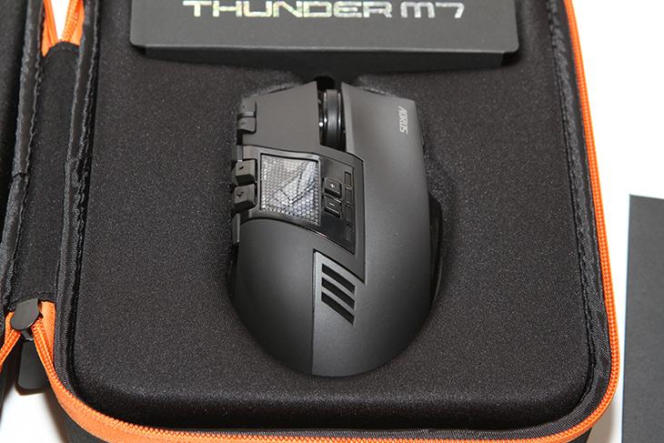 그립감 좋은 마우스 ,AORUS THUNDER M7, 매크로, 오른손, 전용,IT,IT 제품리뷰,컴퓨터에서 가장 대표적인 입력장치죠. 근데 많이 쓰는 만큼 좋아야만 합니다. 그립감 좋은 마우스 AORUS THUNDER M7 매크로 오른손 전용 제품을 소개 합니다. 저는 오른손 잡이라 전용 마우스를 선호하는데요. 양손잡이용 보다 편하기 때문이죠. 제가 꽤 오래 사용한 마우스인데요.  그립감 좋은 마우스 AORUS THUNDER M7는 제가 정말 괜찮아서 추천하는 마우스 입니다.