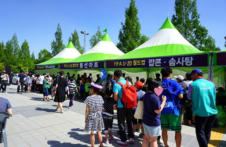 FIFA U-20 월드컵 트로피가 대전에 오다