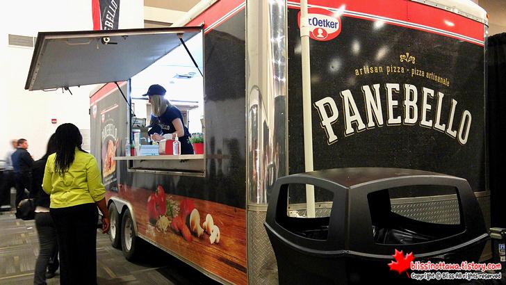 캐나다 최대 규모 '전국 여성 박람회' 무료 피자 시식