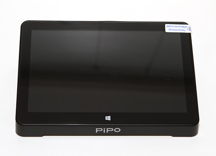 PIPO X8, 화면이 있는 ,미니피씨 후기,IT,IT 제품리뷰,후기,사용기,피포 X8,피포,미니피씨,미니PC,터치,해상도,PIPO X8 화면이 있는 미니피씨 후기를 준비해 봤습니다. 궁금해 하시는 분들이 많아서 준비를 해 봤는데요. 화면이 붙어있는 작은 미니PC인데요. 상당히 재미있는 제품이었습니다. 스틱PC나 조금 큰 형태의 미니PC를 사용해봤었는데요. 이 제품은 좀 더 유용합니다. PIPO X8은 1280 x 800 해상도의 모니터가 붙어있습니다. 게다가 이 화면은 터치도 됩니다. 인텔 컴퓨트 스틱과 비슷한 CPU가 사용이 되었지만 저장장치 공간이 64GB로 좀 더 크며 속도도 괜찮아서 실제 체감 속도는 꽤 괜찮았습니다. 거실 같은 곳에 PIPO X8을 놓고 사용한다면 키보드와 마우스 없이 좁은 공간에 영상을 재생하거나 메일을 확인하는 등 유용하게 사용할 수 있었습니다.웹서핑을 할 때 터치를 하면서 작업을 해보니 꽤 편하더군요. 이 제품은 또 특이하게 듀얼 OS가 들어가 있습니다. 처음 켰을 때 안드로이드 4.4 운영체제와 윈도우8.1 중에 고르도록 되어있습니다. 안드로이드 운영체제와 윈도우 운영체제의 장점이 확연하게 나뉘어지기 때문에 사용성에 따라서 편한것을 부팅시켜서 사용할 수 있습니다. 참고로 윈도우8.1에서 강제로 윈도우10 업데이트를 하면 윈도우10 사용이 가능 합니다.