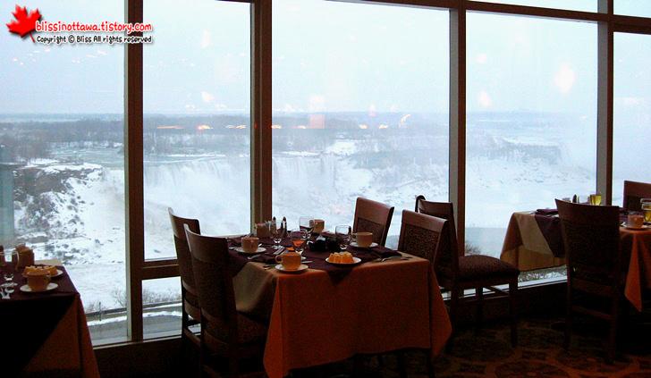 캐나다 동부여행 나아이가라 폭포 쉐라톤 호텔 레스토랑
