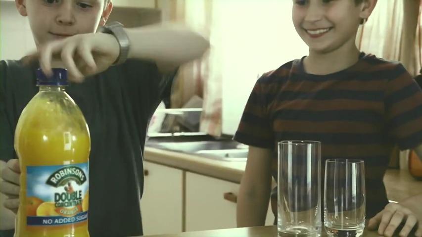 로빈슨주스(Robinsons) TV광고 - 어떤 아빠가 되는 것이 진짜 좋은 아빠가 되는 것일까, 감동적인 광고 'Pals' [한글번역]