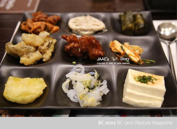 9가지 음식을 담으면서도 섞이지 않게 디자인된 자연별곡만의 특별한 접시