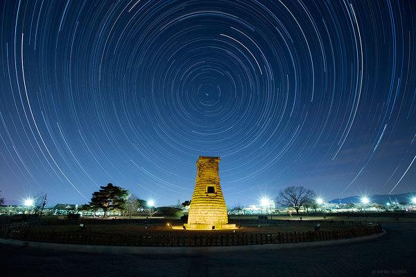 경주 첨성대의 밤