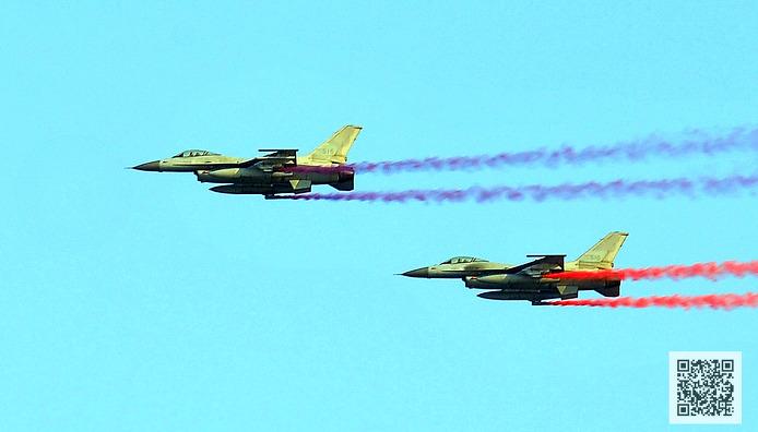 축하비행 중인 KF-16 ⓒMediaPaPaer.KR 오세진 사진기자
