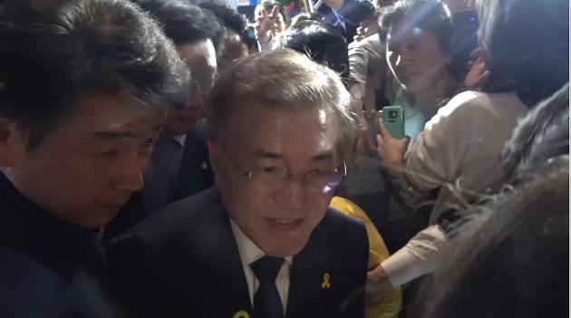[영상] 다시 만난 문재인 대통령과 세월호 유가족들
