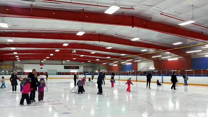 캐나다 학교에 스케이트 수업이 있습니다