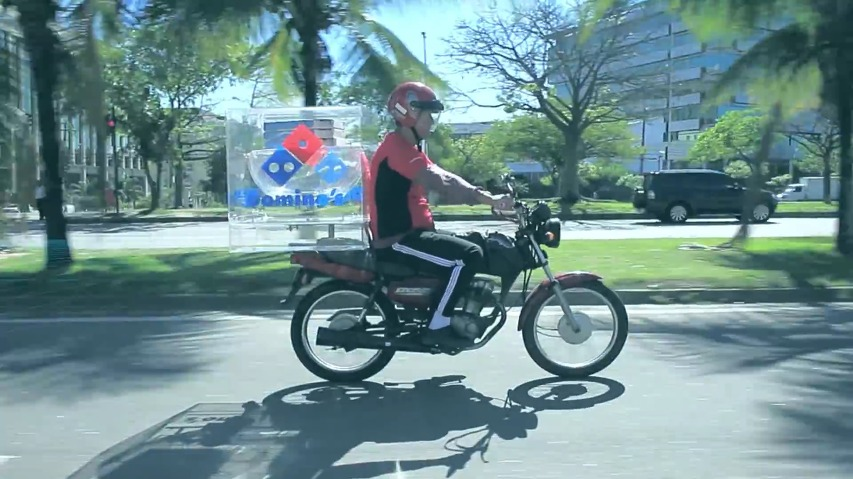 피자배달함 속 무게추와 두개의 진자가 서로 운동하여, 피자가 한쪽으로 쏠리지 않도록 수평을 유지한다 - 브라질 도미노피자(Domino's Pizza)의 혁신적인 배달시스템, 스테디 피자(Steady Pizza)/흔들림 없는 피자
