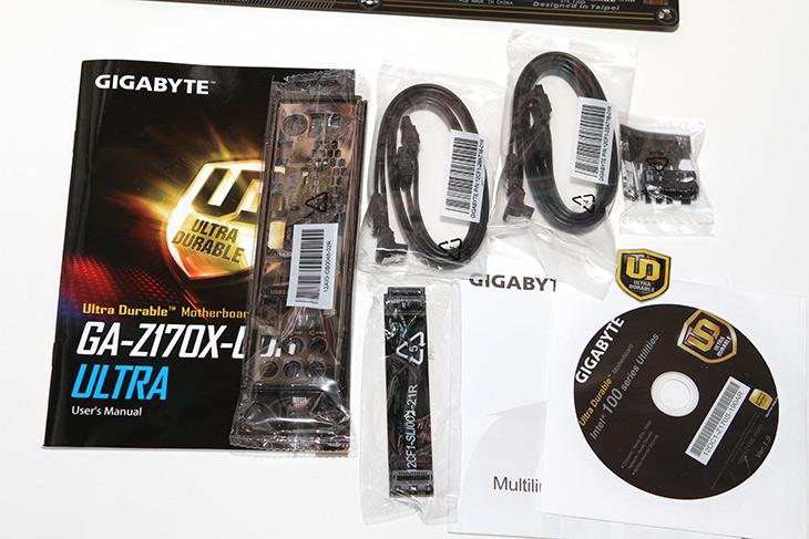 기가바이트, GA-Z170X-UD3 Ultra ,장착, 설치기,IT,IT 제품리뷰,울트라듀라블 시리즈 중 중급형 보드에 속하는데요. 컬러가 화려한 그런 제품이었습니다. 기가바이트 GA-Z170X-UD3 Ultra 장착 설치기를 올려볼텐데요. 기존에 사용하던 M.2 SSD를 그대로 장착해서켜니 윈도우10 잘 부팅이 되는군요. 그래서 메인보드만 바꿀 때 시간이 걸렸을 뿐 바로 사용이 가능했습니다. 기가바이트 GA-Z170X-UD3 Ultra는 파랑색 LED가 상당히 인상적인 제품 이었는데요.